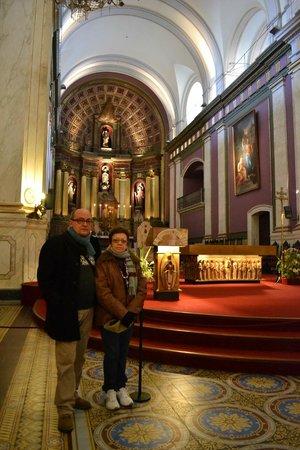 Catedral Matriz: Ulisses e Iris em frente ao altar.