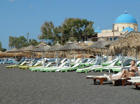Perissa Beach : 10 am in late June