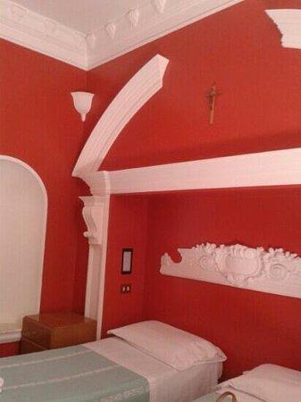 Centro Accoglienza Padre Minozzi: camera 201.pulita, fresca, centralissima! !!