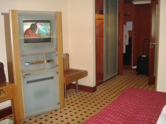 Radisson Blu Hotel Kraków : TV stand in the room