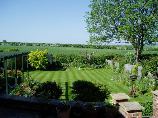 HillBerry Bed and Breakfast: View from rear bedroom overlooking open countryside