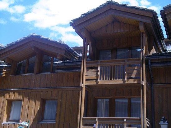 Pierre & Vacances Premium Residence Les Chalets du Forum: vue de la résidence