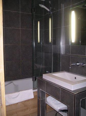 Pierre & Vacances Premium Residenz Les Chalets du Forum: la salle de bains