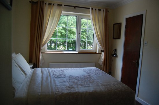 Rossarney Town House: Our room