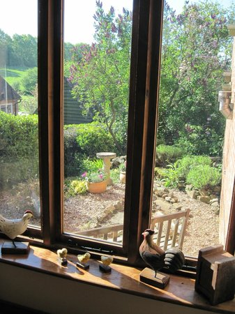Hallwood Farm Oast House B & B: Fuggle room outside view