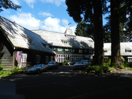 Lake Quinault Lodge: Front of main lodge