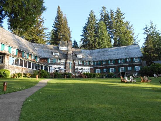 Lake Quinault Lodge: Back of main lodge