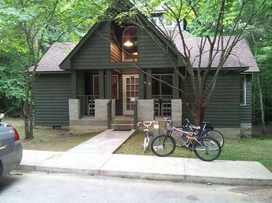 Rock Island State Park: Cabin Front