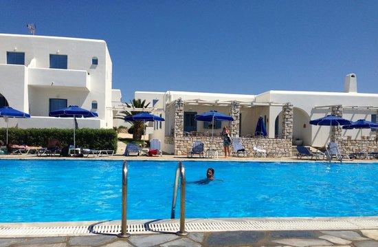 Kosmitis Hotel : Une grande piscine