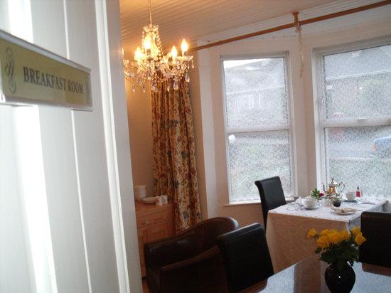 Knock Bed And Breakfast Portstewart: breakfast-table-at-Knockhouse-Portstewart-N.Ireland