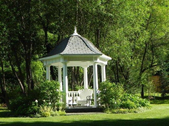 Lithia Springs Resort : Garden & Buildings