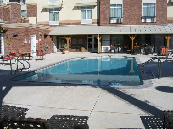 Hilton Garden Inn Yuma Pivot Point: well-maintained pool area with lounge chairs