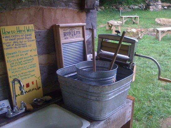 Woods Hole Hostel & Mountain Retreat: Laundry facilities