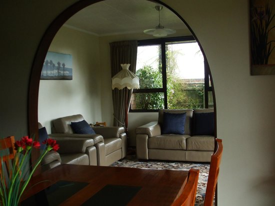 Havenlee Homestay: Dining Room & Guest Lounge