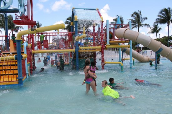 Coconut Cove Waterpark: water slides for the smaller kids