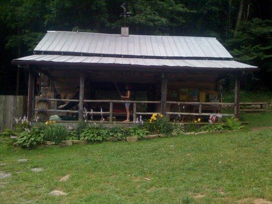 Woods Hole Hostel & Mountain Retreat: Bunkhouse