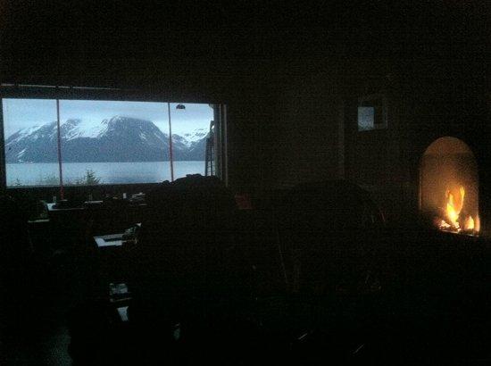 Alaska Paddle Inn: Fire and landscape