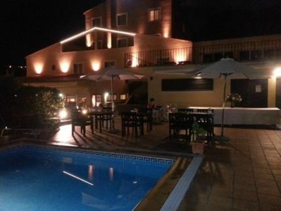 Hotel Costabella: Evening by the pool