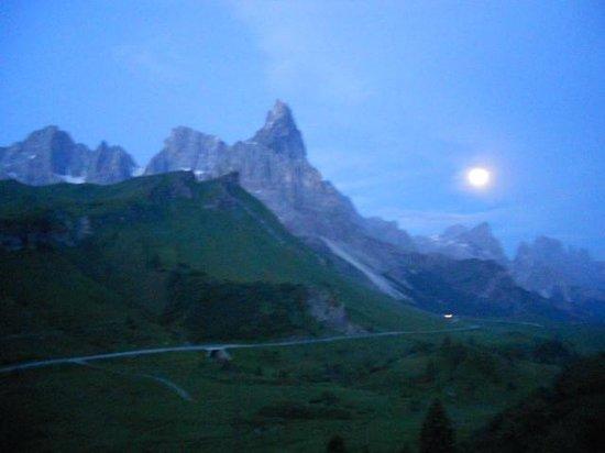Albergo Vezzana: Una splendida luna di montagna!