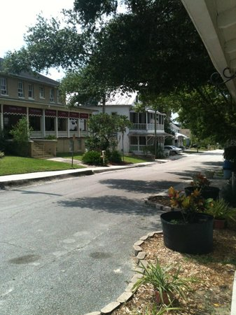 Cassadaga Hotel: Looking down Steven's Street from the welcome center.