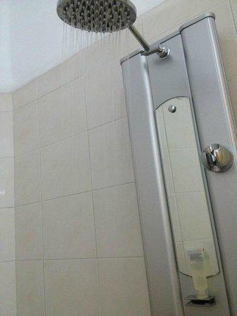 Casa Maria Apartments: Shower
