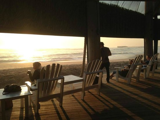 Tiger Reef Beach Bar & Grill: Sunset and view of the Swakopmund Jetty