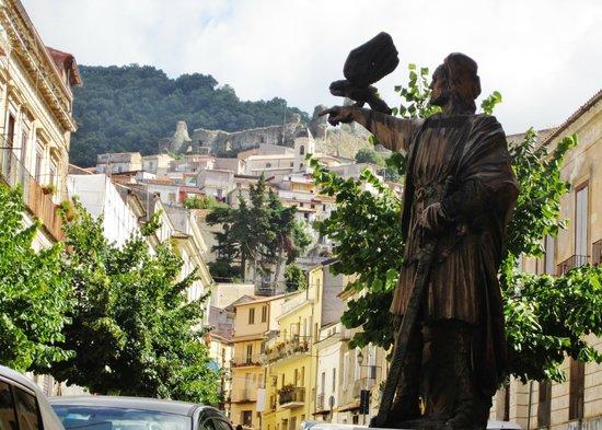 Statua Federico II di Svevia