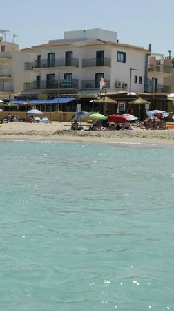Hotel Sa Roqueta: Hotel vom Meer aus