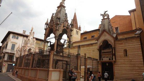 Arca di Mastino II: Interessante