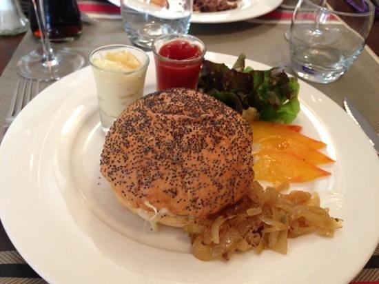 Aux 3B : Cheeseburger, brebis et frites maison
