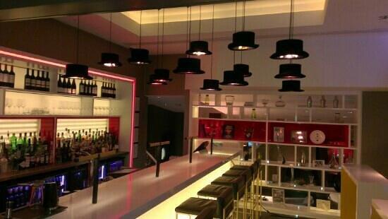 Golden Arrow Restaurant: the bar