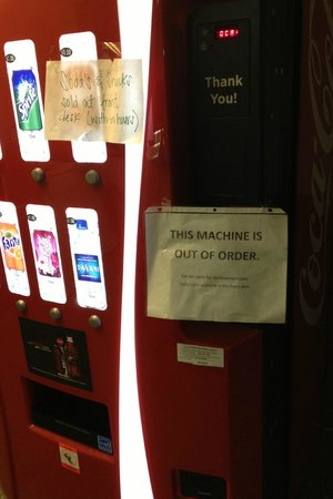 Econo Lodge Inn by the Bay: The drink machine never worked during the 6 weeks we were there.