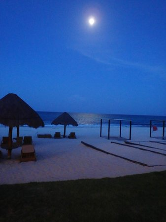 Iberostar Grand Hotel Paraiso: Full moon at night in front of our room