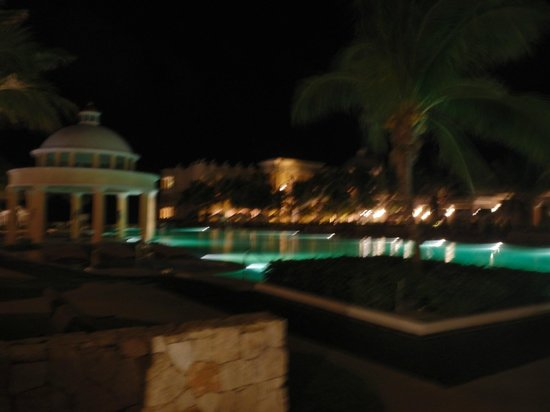 Iberostar Grand Hotel Paraiso: Main pool at night
