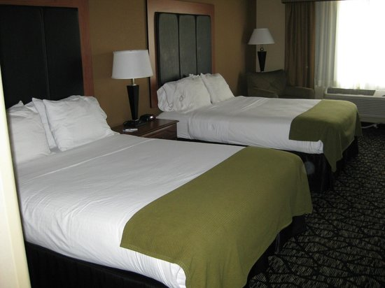 Holiday Inn Express Hotel & Suites Grand Junction: Two queen-sized beds with four pillows
