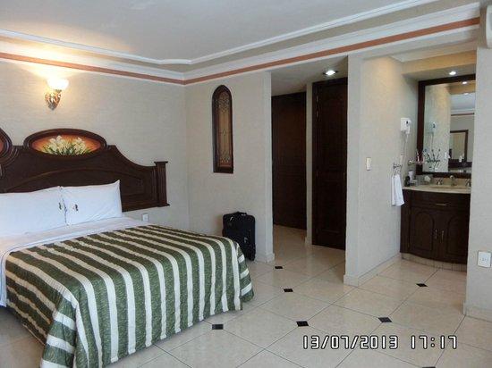 Hotel Casino Plaza: Entrada a la habitación