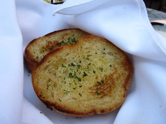 Peppo Nino: garlic bread, already ate some
