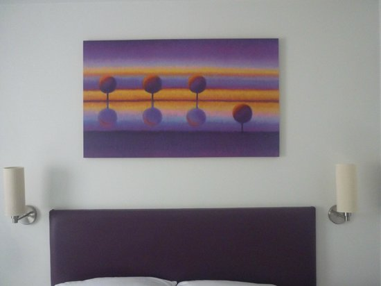 Premier Inn Bristol Filton Hotel: Nice painting above the bed