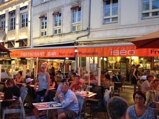 Terrasse sur le vieux port picture of iseo la rochelle tripadvisor - Restaurant vieux port la rochelle ...
