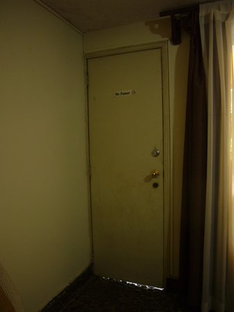 HOTEL LAS MAGNOLIAS - San Salvador: Room door