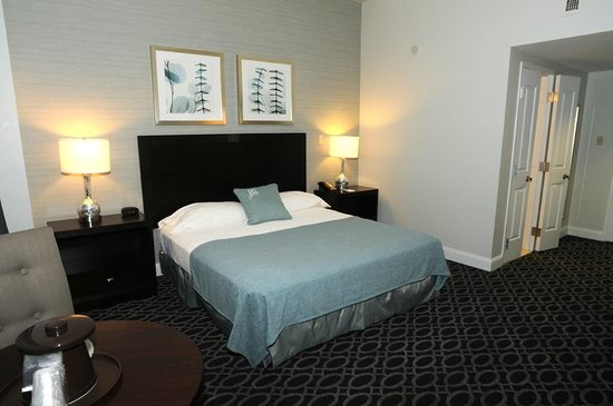 Brent House Hotel & Conference Center: Premium- King Bed
