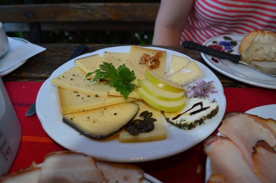 Stockingerhof - cheese plate