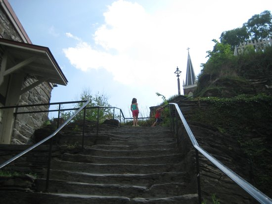Harpers Ferry National Historical Park: Stone steps on Applachian Trail to Jefferson's Rock