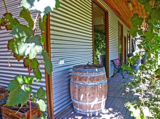 Valley Farm Vineyard: Exterior of cottage 3