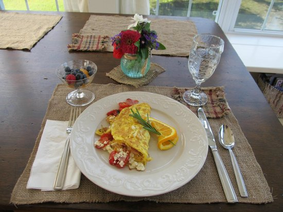 Airy View Bed and Breakfast: Omlet of your choice