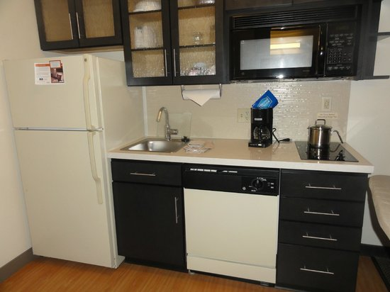 Candlewood Suites Chicago O'Hare: Kitchen area
