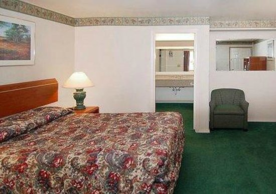 Econo Lodge Vancouver: Room with King Size Bed