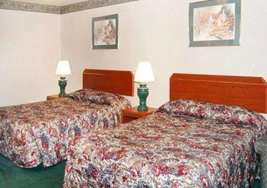 Econo Lodge Vancouver: Room with 2 Queen Beds