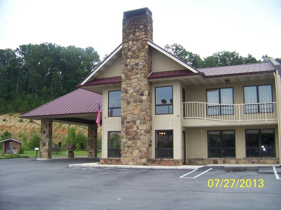 Quality Inn Interstate: front view