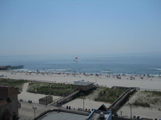 La Renaissance Suites: View to the Left towards Central pier